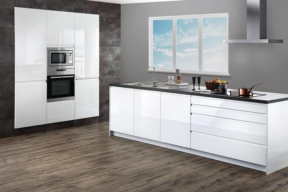 KeukenXpert Hoogglans witte keuken compleet € 5.897,- KeukenXpert