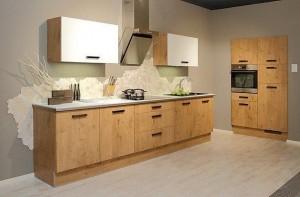 Keukenxpert rechte keuken met repro hout en magnolia gecombineerd