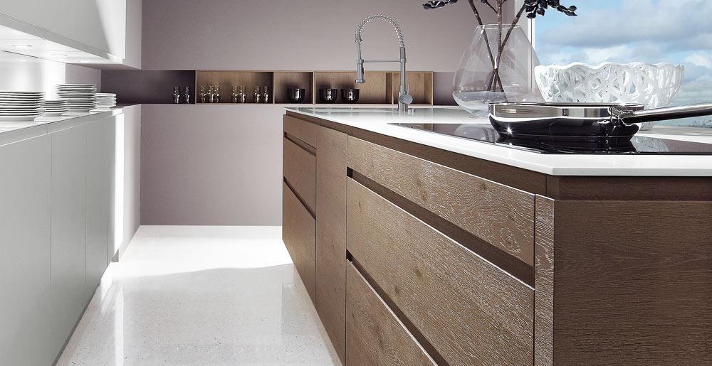 Keukenxpert houten en gelakte greeploze keuken keukenxpert - Hout en witte keuken ...